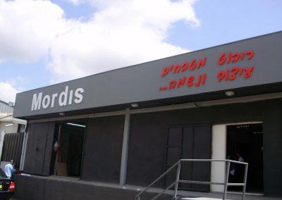 שלט עובר חברת מורדיס